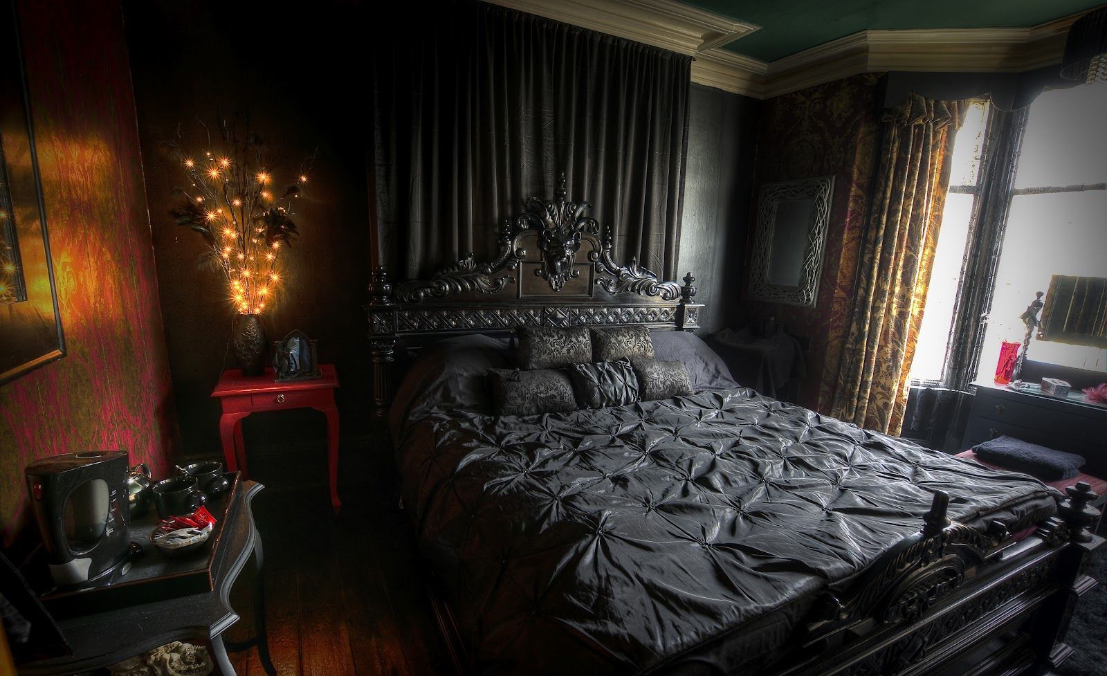 marvellous-bedroom-design-modern-dark-victorian-gothic-bedroom-interior-design