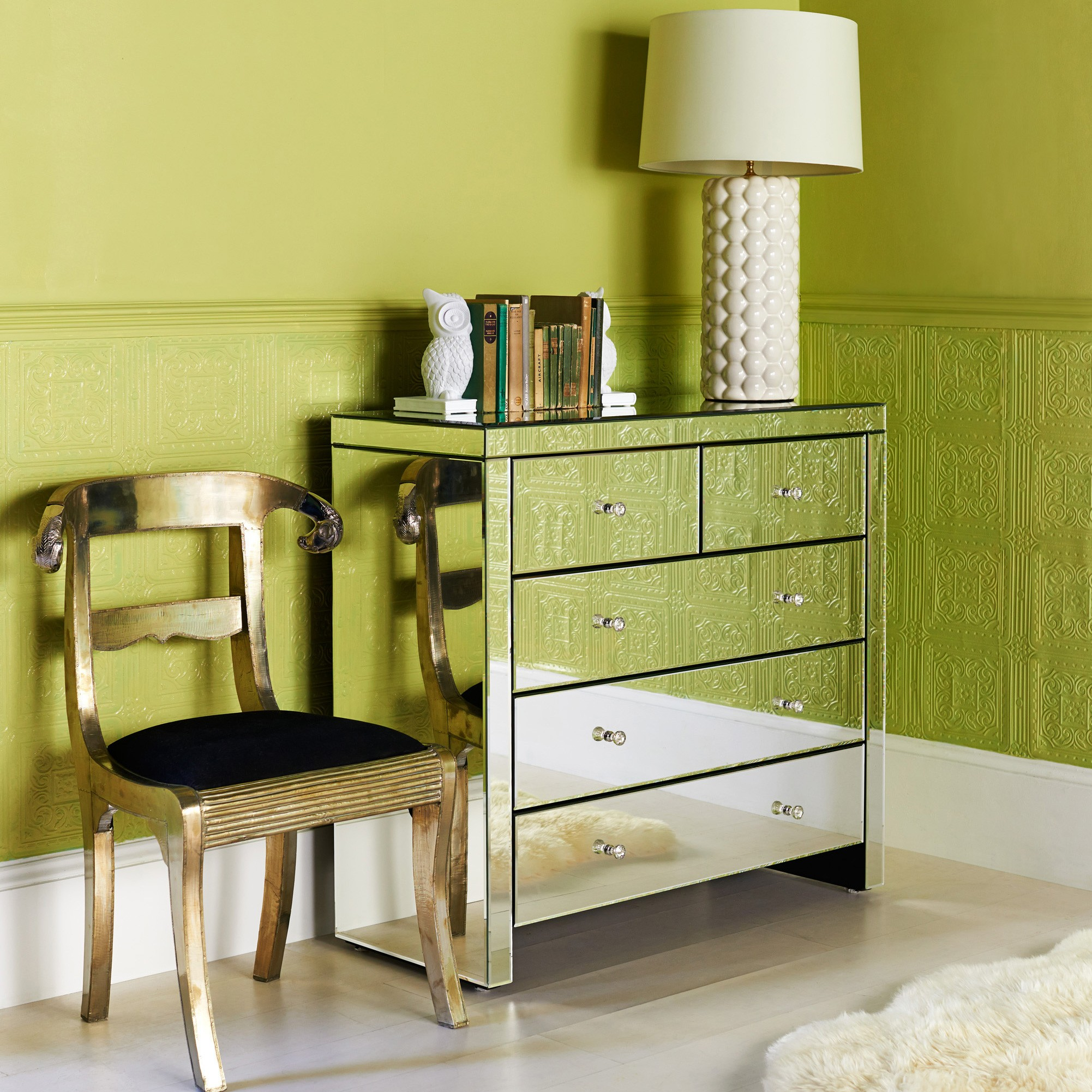 mirrored-nightstand-cheap-with-green-wall-and-chair-for-bedroom-decoration-ideas-silver-nightstand-mirror-bedside-table-mirrored-end-table-cheap-bedroom-dressers-white-mirrored-nightstand-diy-mirrored