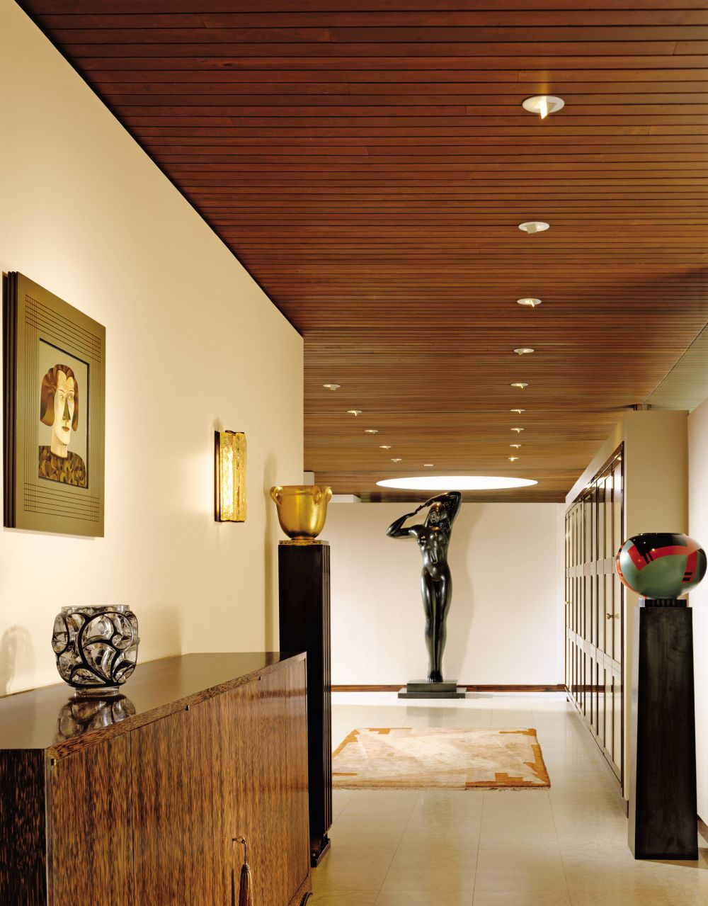 modern-entrance-hall-juan-montoya-design-pound-ridge-new-york-200703-2_1000