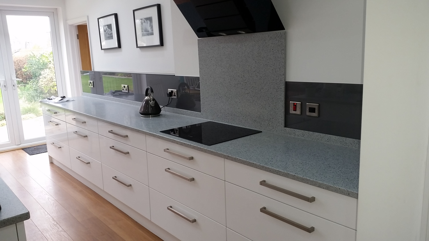 modern-kitchen-grey-splashback
