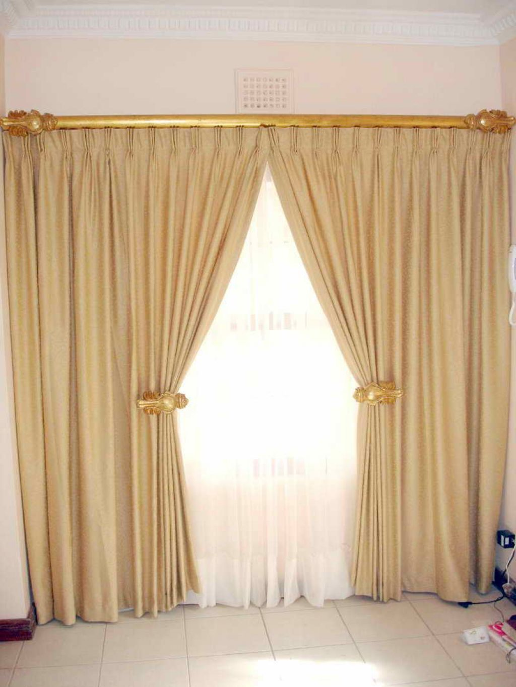 nice-simple-design-of-curtain