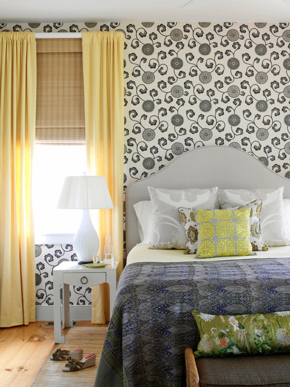 original_tara-seawright-black-white-wallpaper-bedroom-jpg-rend-hgtvcom-966-1288