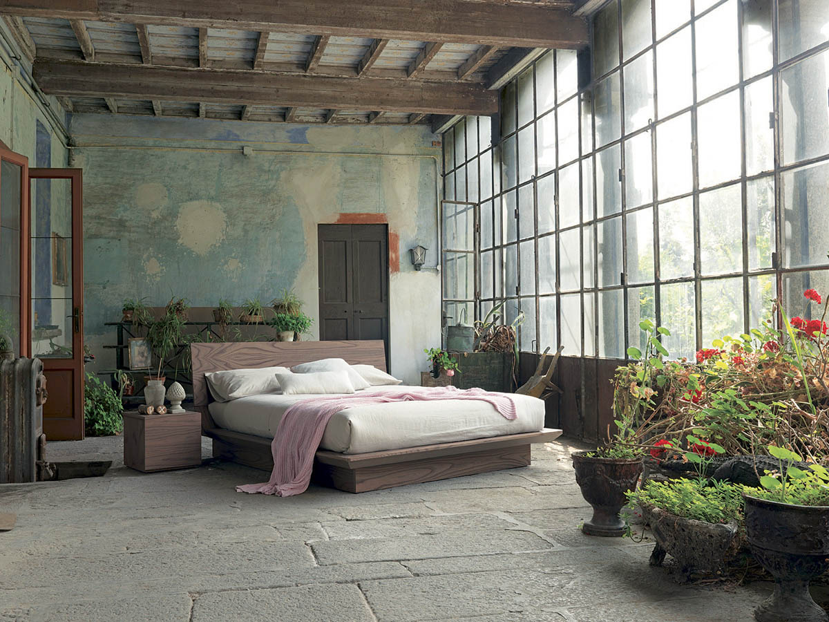 rustic-bedroom-design-with-a-distressed-wall-fimar-quarantacinque