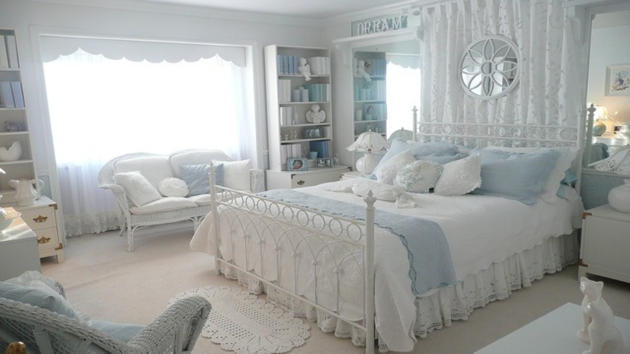 small-bedroom-decorating-ideas-traditional-romantic-bedroom-decor-ideas-with-white-and-blue-color-schemes