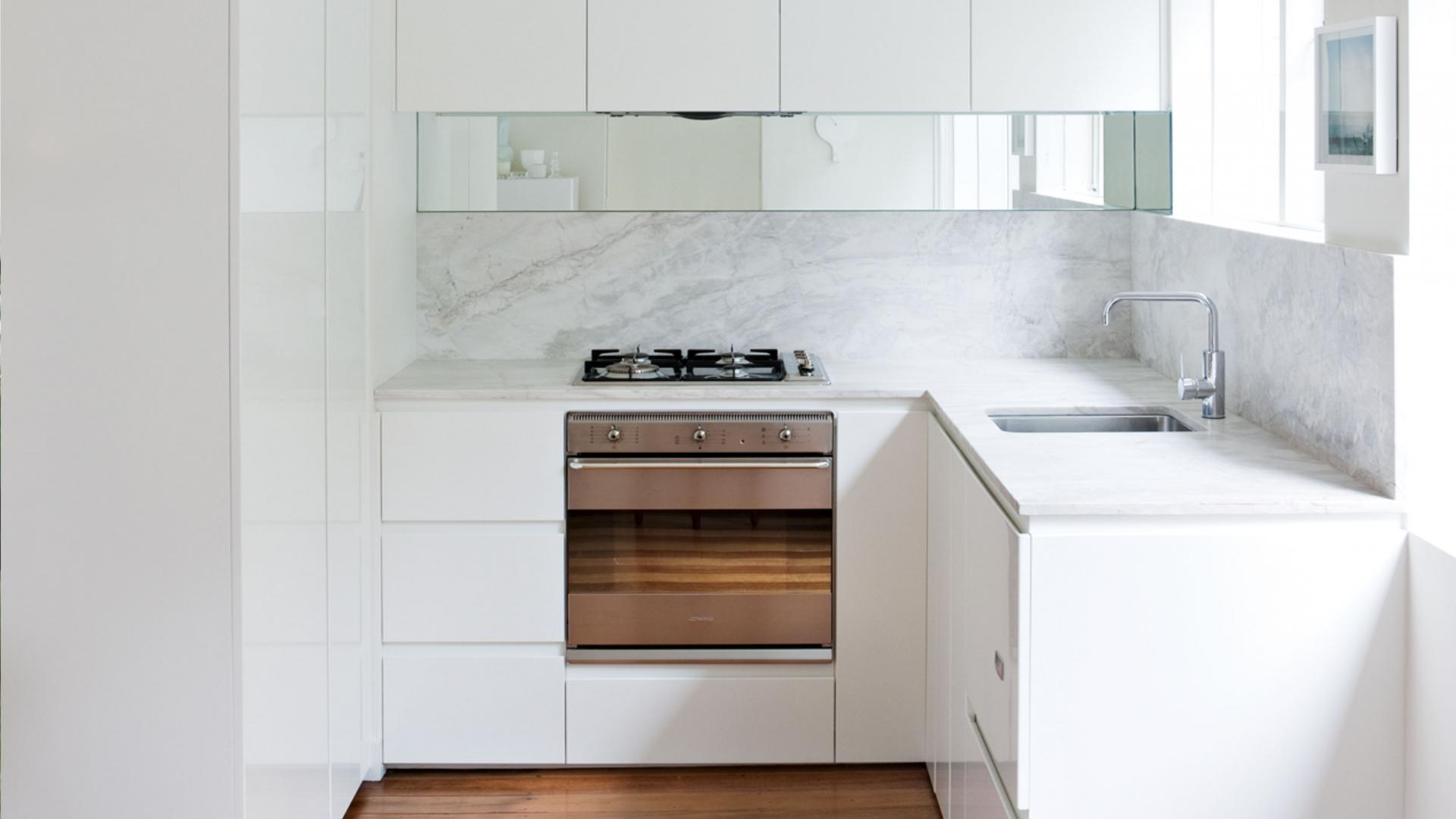 small-white-kitchen-rd11-20151027162447-q75-dx1920y-u1r1g0-c