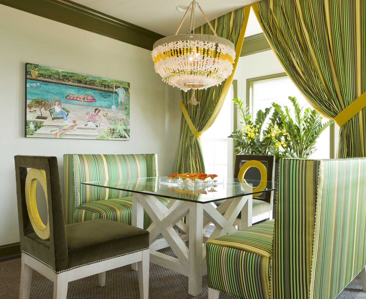 stripes-curtain-and-sofas-in-dining-room-inspiration