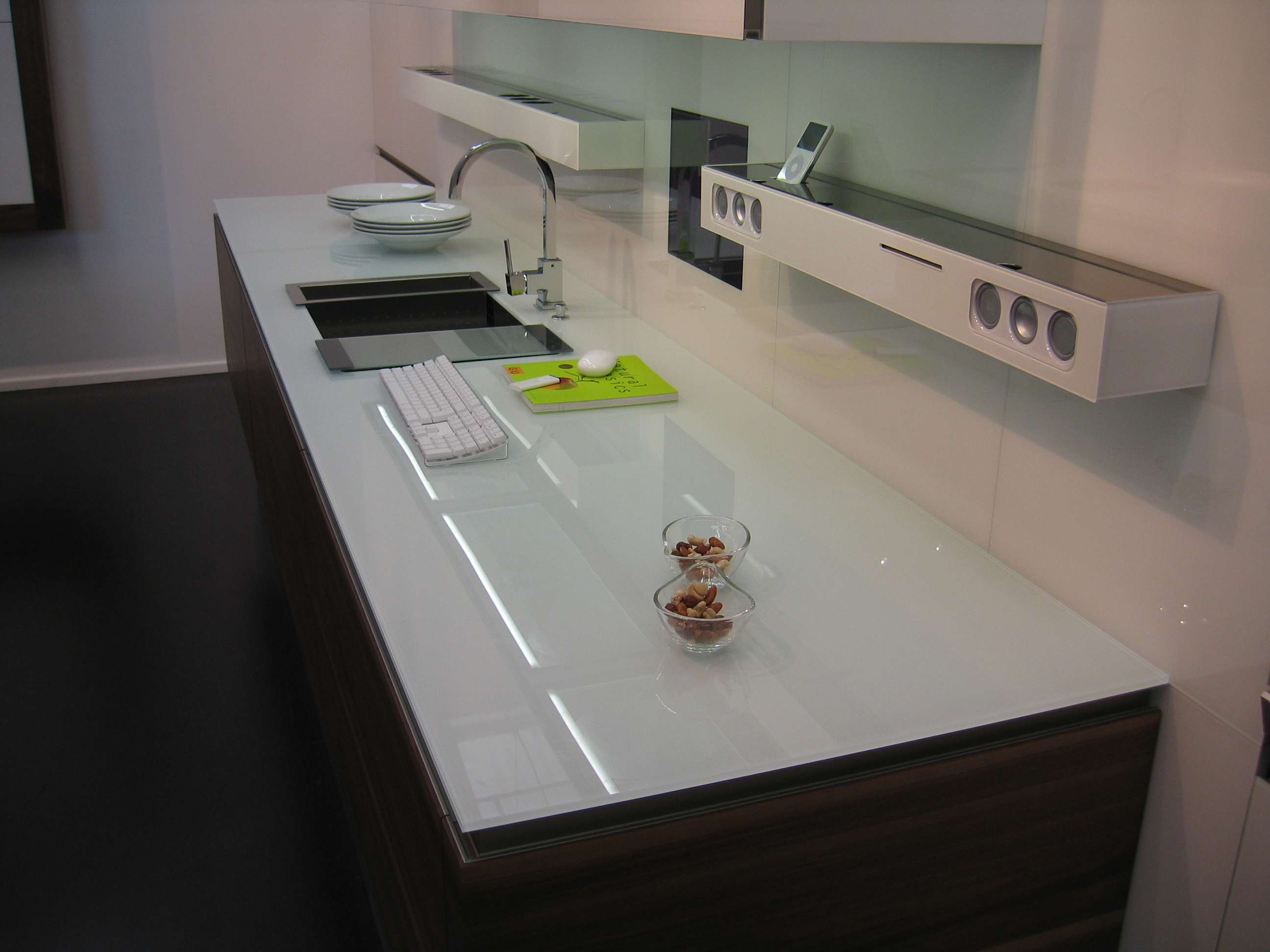 white-glass-kitchen-worktop