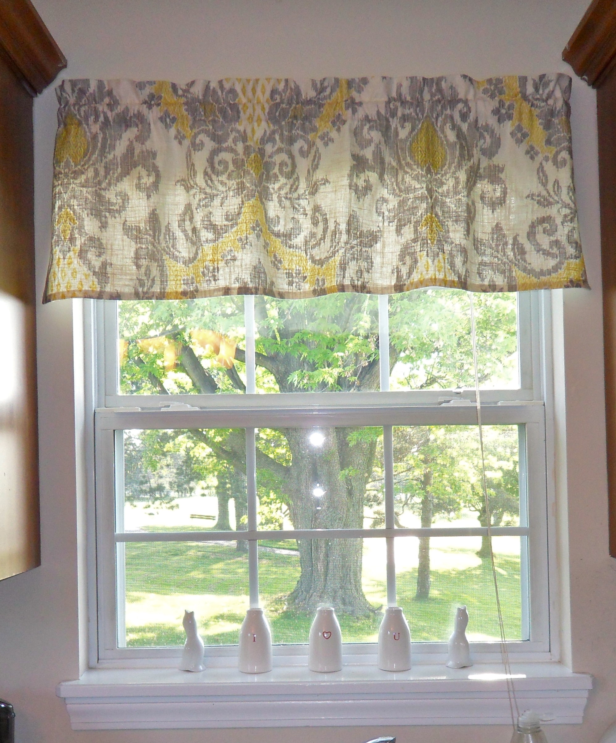 white-kitchen-curtains-and-valances