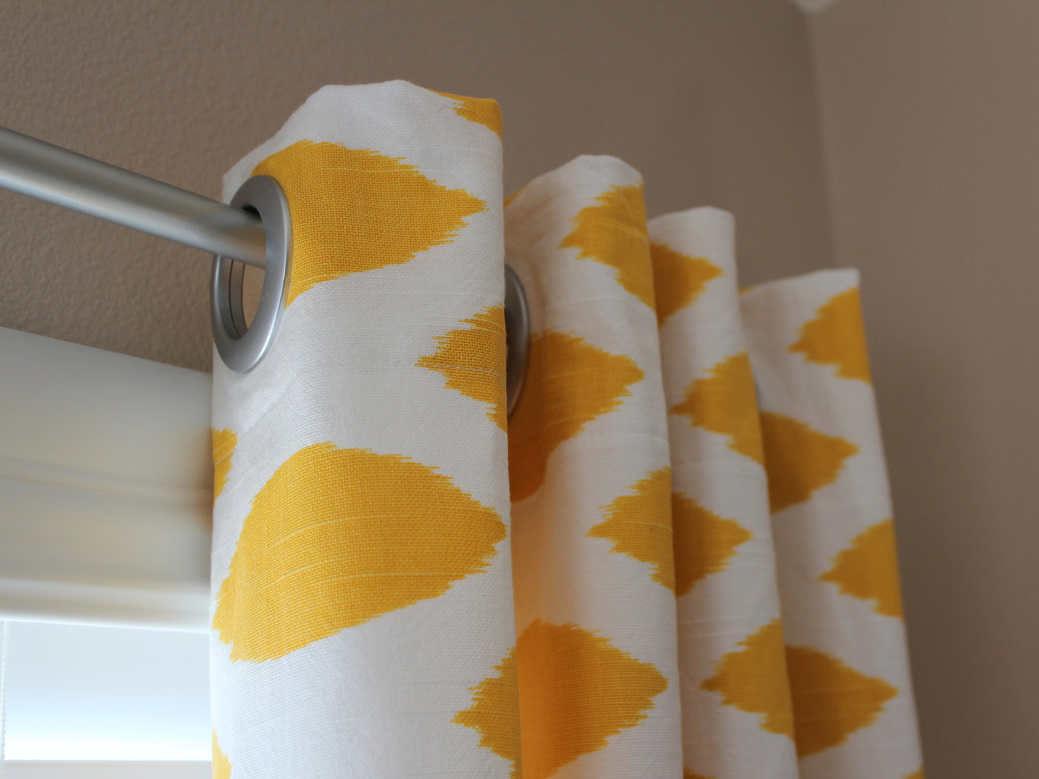 yellow-geomatri-curtain-panels-for-modern-interior-furniture-decor-idea-beautiful-curtain-panels-for-your-interior-furniture-decor-idea-modern-curtain-panels-blackout-curtains-velvet