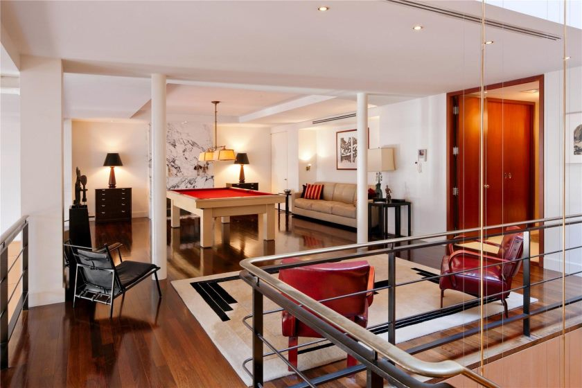 modern-elegant-interior-living-room-design-of-the-luxury-penthouses-new-york-with-red-and-white-combination-color-of-the-interior-livingroom-that-combined-with-wooden-floor-and-also-wooden-door-inside