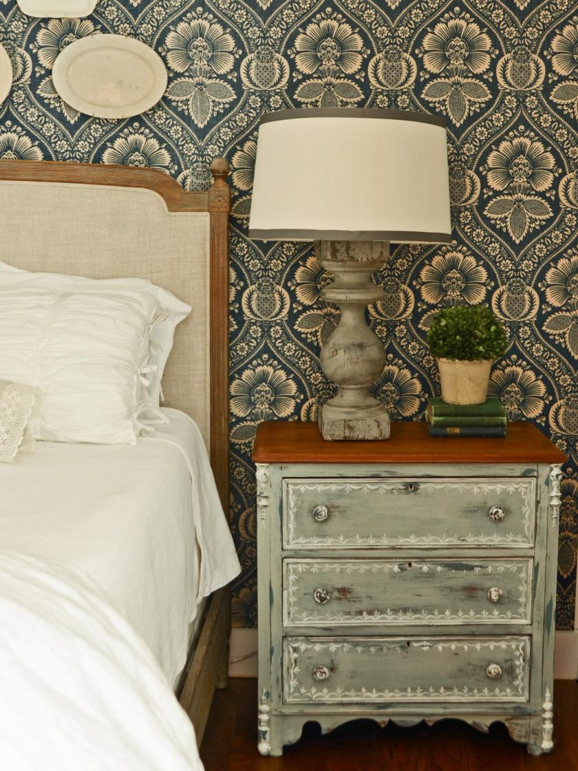 original_marian-parsons-milk-paint-traditional-nightstands-beauty2-jpg-rend-hgtvcom-1280-1707