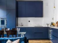 Идеи дизайна синей кухни с деревом в интерьере (60+ фото)