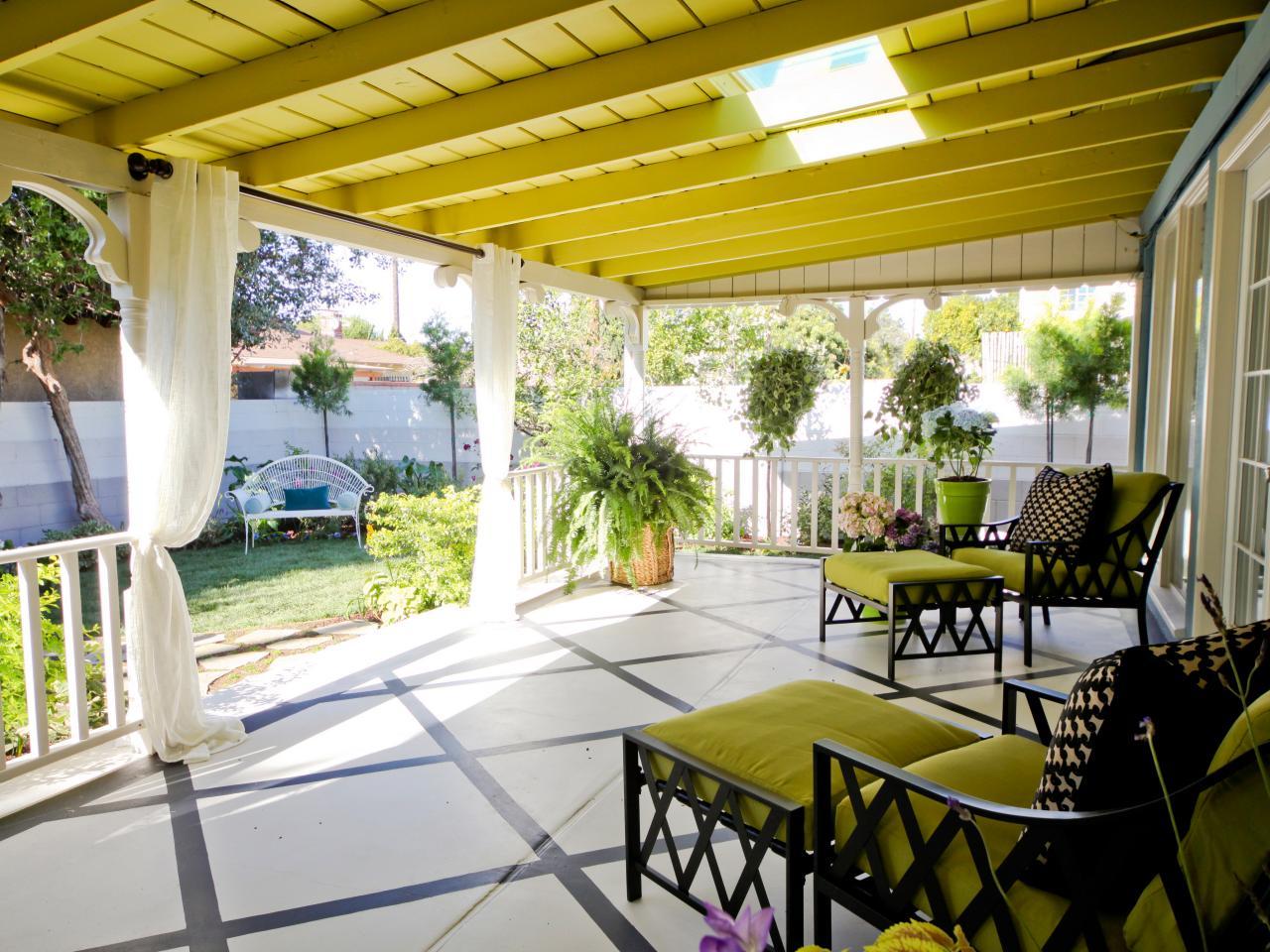 hgoyd105_chartruese-gölgeli-veranda-mobilya-jpg-rend-hgtvcom-1280-960